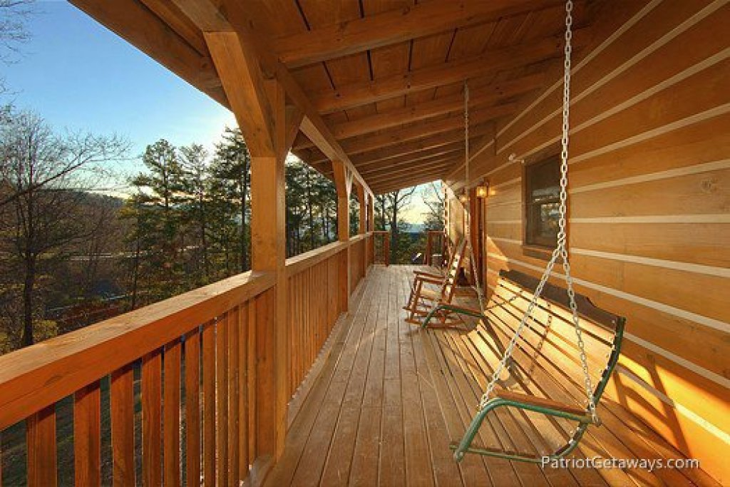 Photo of a Gatlinburg Cabin named Eagles View Lodge - This is the twenty-eighth photo in the set.