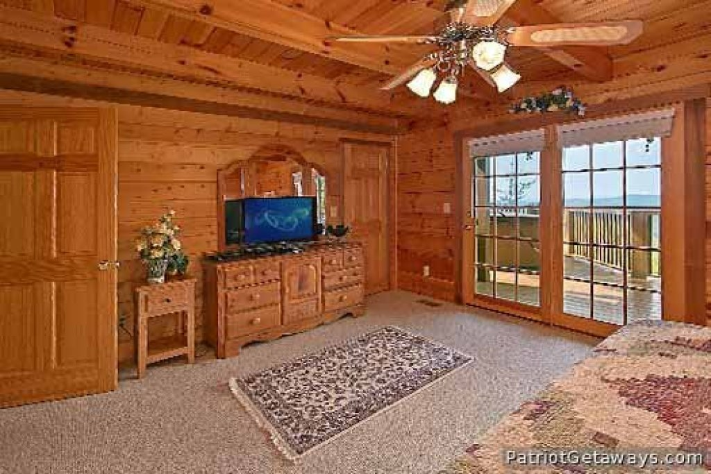 Photo of a Gatlinburg Cabin named Eagles View Lodge - This is the twelfth photo in the set.