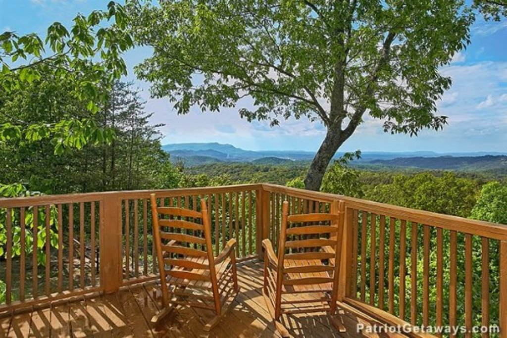 Photo of a Gatlinburg Cabin named Eagles View Lodge - This is the thirty-second photo in the set.