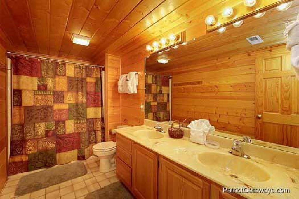 Photo of a Gatlinburg Cabin named Eagles View Lodge - This is the seventeenth photo in the set.