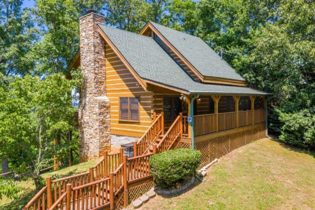 Photo of a Gatlinburg Cabin named Eagles View Lodge - This is the forty-second photo in the set.