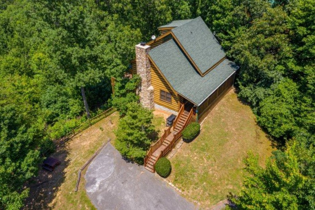 Photo of a Gatlinburg Cabin named Eagles View Lodge - This is the forty-fourth photo in the set.