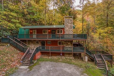 3 King Bedrooms, 2.5 Bath, Deluxe Cabin For 6 With A Fireplace & A Hot Tub.