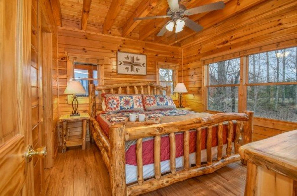 Photo of a Pigeon Forge Cabin named Eagle's Sunrise - This is the tenth photo in the set.