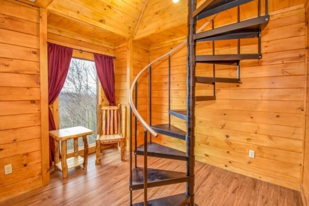 Photo of a Pigeon Forge Cabin named Eagle's Sunrise - This is the twelfth photo in the set.