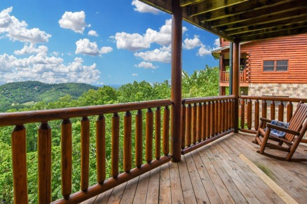 Photo of a Pigeon Forge Cabin named Eagle's Sunrise - This is the twenty-fifth photo in the set.