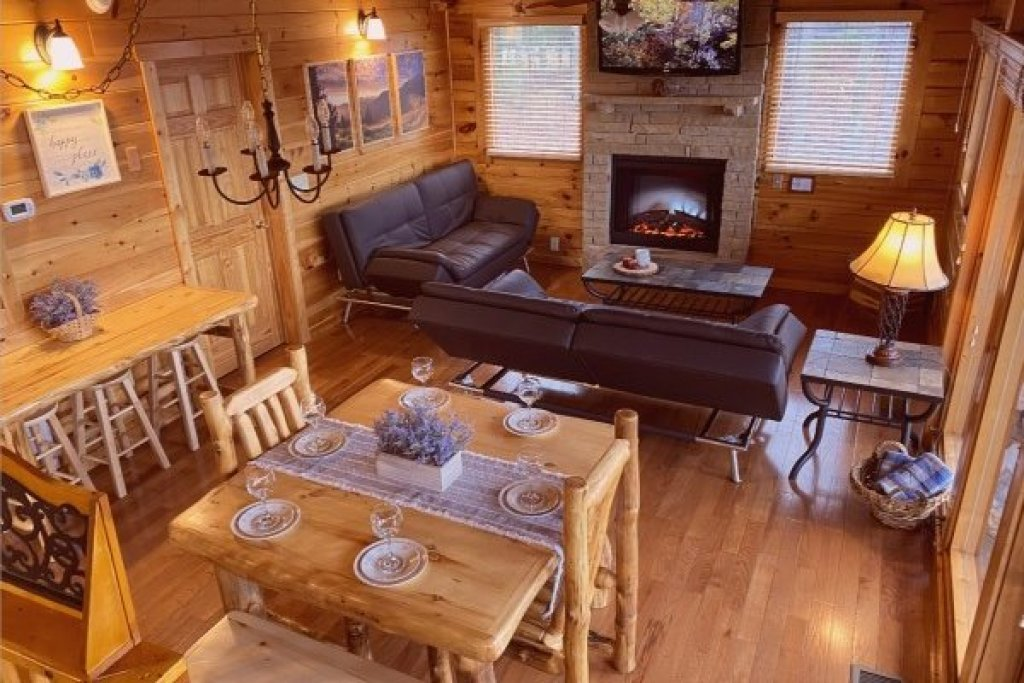 Photo of a Pigeon Forge Cabin named Eagle's Sunrise - This is the third photo in the set.