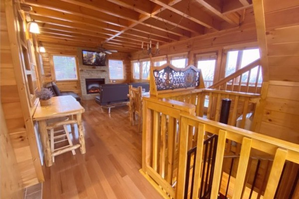 Photo of a Pigeon Forge Cabin named Eagle's Sunrise - This is the fifth photo in the set.