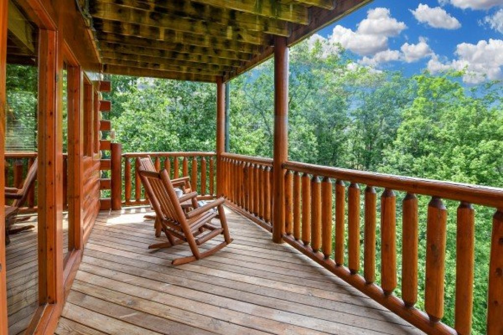 Photo of a Pigeon Forge Cabin named Eagle's Sunrise - This is the twenty-sixth photo in the set.