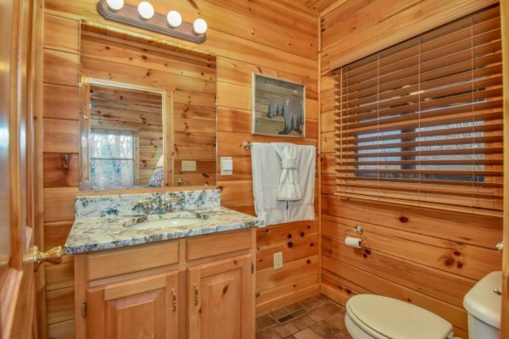 Photo of a Pigeon Forge Cabin named Eagle's Sunrise - This is the twenty-third photo in the set.