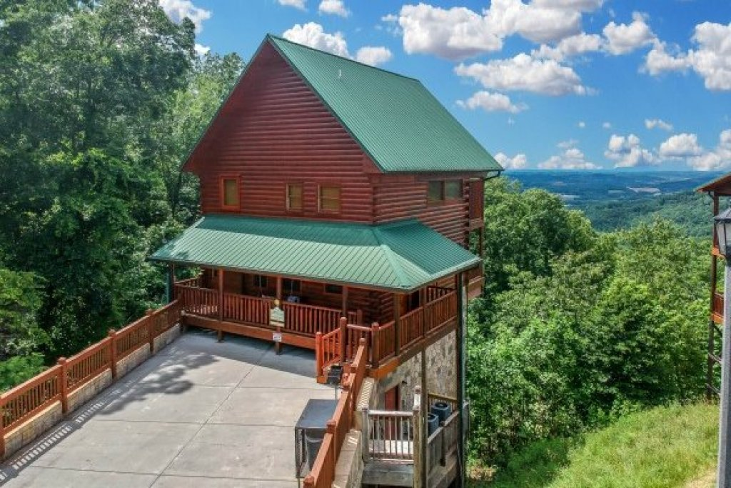 Photo of a Pigeon Forge Cabin named Eagle's Sunrise - This is the twenty-seventh photo in the set.