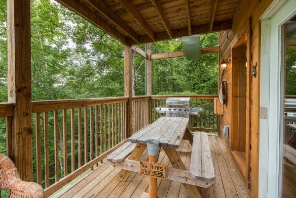 Photo of a Sevierville Cabin named Whispering Oak - This is the seventh photo in the set.