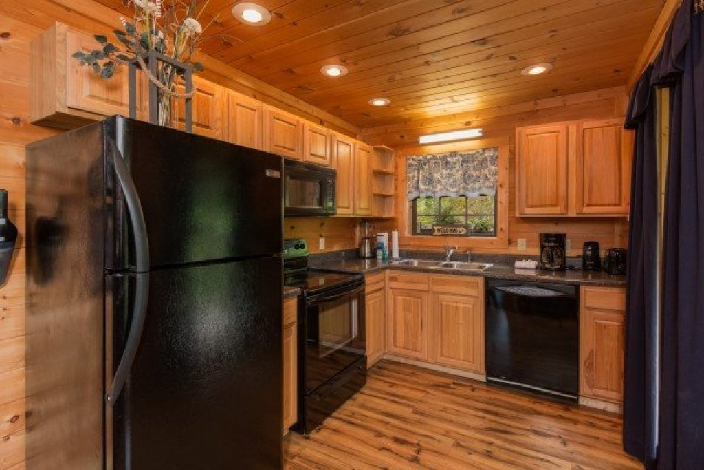 Photo of a Sevierville Cabin named Whispering Oak - This is the sixth photo in the set.