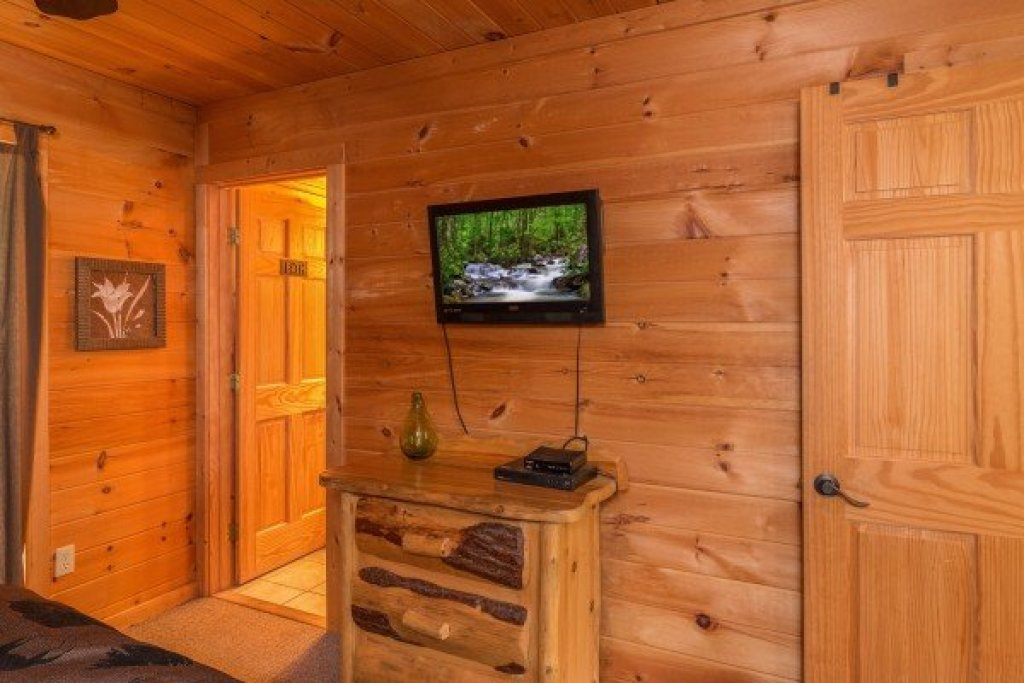 Photo of a Sevierville Cabin named Whispering Oak - This is the ninth photo in the set.