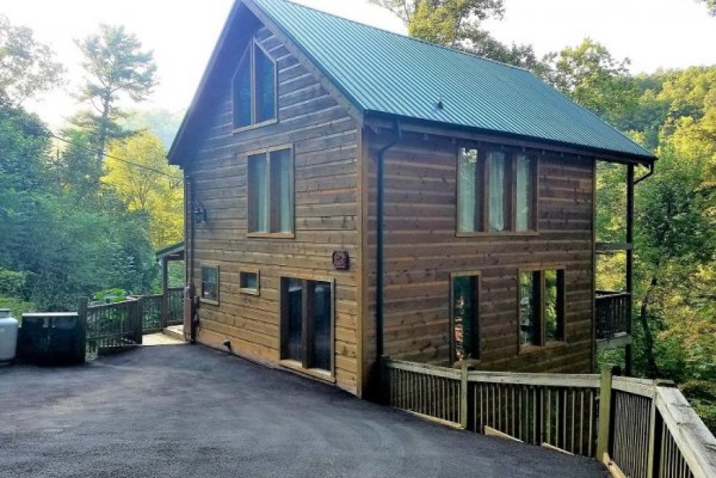 Photo of a Sevierville Cabin named Whispering Oak - This is the fifteenth photo in the set.
