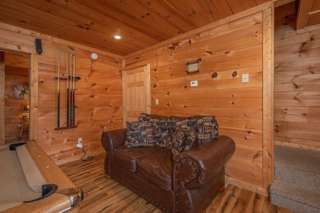 Photo of a Sevierville Cabin named Whispering Oak - This is the seventeenth photo in the set.