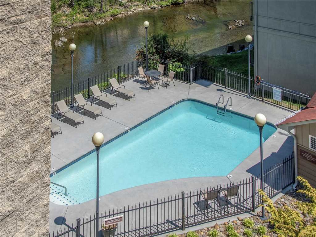 Photo of a Pigeon Forge Condo named Riverside Luxury Cedar Lodge 402 - This is the fifteenth photo in the set.