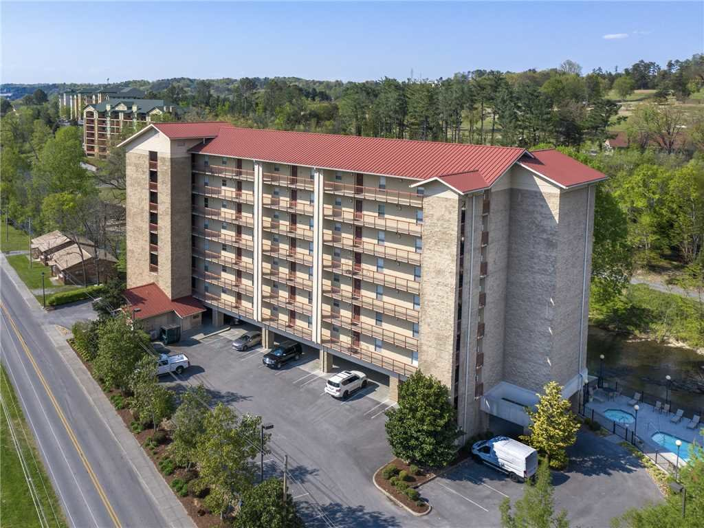 Photo of a Pigeon Forge Condo named Riverside Luxury Cedar Lodge 402 - This is the twenty-second photo in the set.