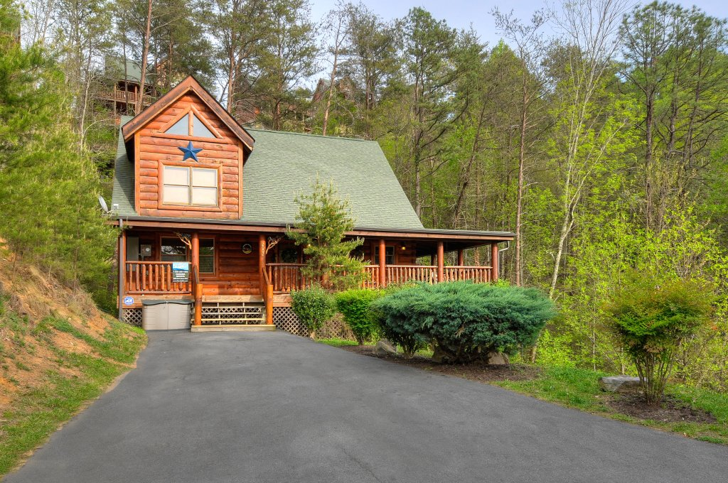 Photo of a Sevierville Cabin named Hakuna Matata - This is the second photo in the set.