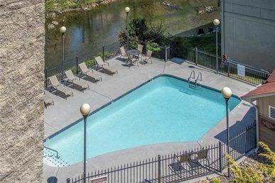 River Romp Cedar Lodge 505 - 3 Bedrooms, 3 Baths, Sleeps 8