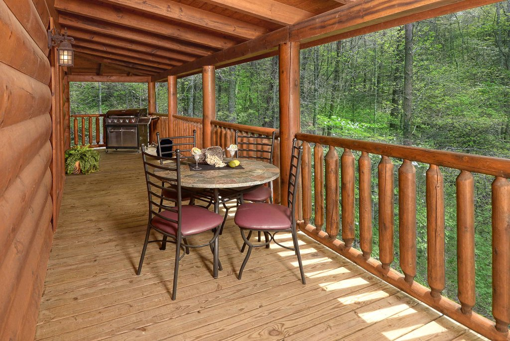 Photo of a Sevierville Cabin named Hakuna Matata - This is the twenty-second photo in the set.