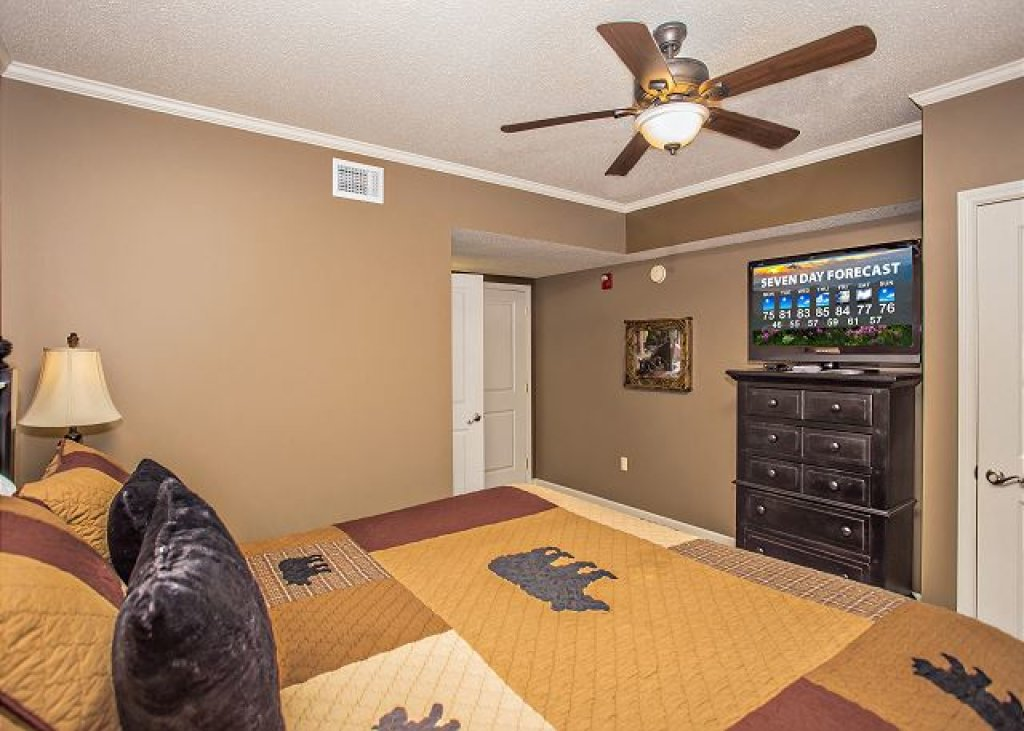 Photo of a Pigeon Forge Condo named On River Time Cedar Lodge 604 - This is the ninth photo in the set.