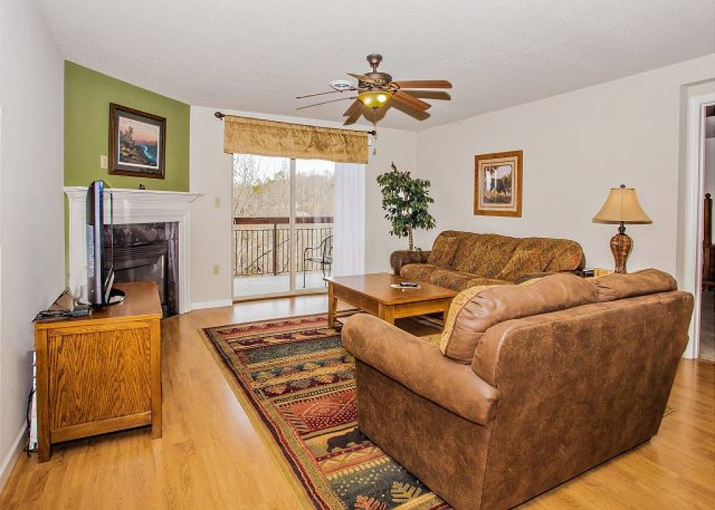 Photo of a Pigeon Forge Condo named Rolling On The River Cedar Lodge 705 - This is the fifth photo in the set.