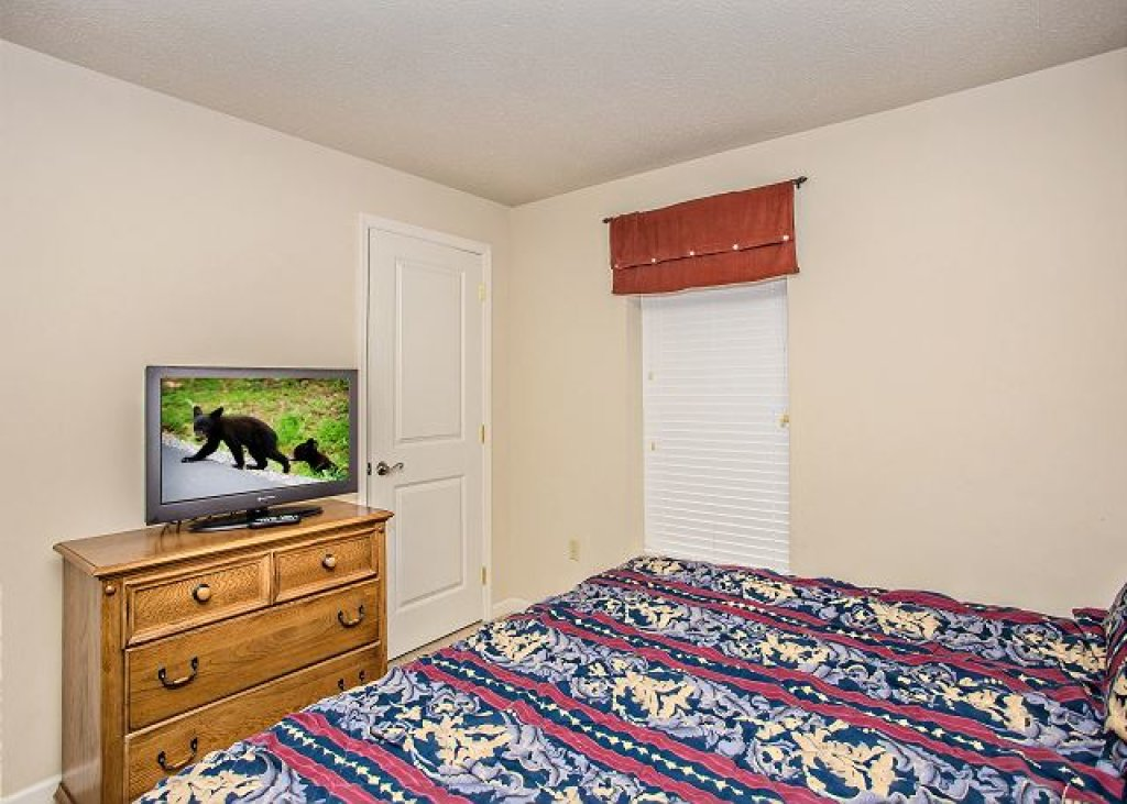 Photo of a Pigeon Forge Condo named Rolling On The River Cedar Lodge 705 - This is the fifteenth photo in the set.