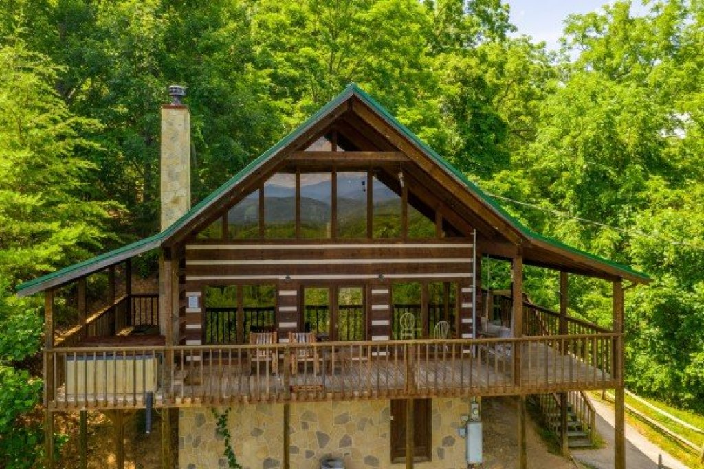 Photo of a Sevierville Cabin named A Room With A View - This is the second photo in the set.