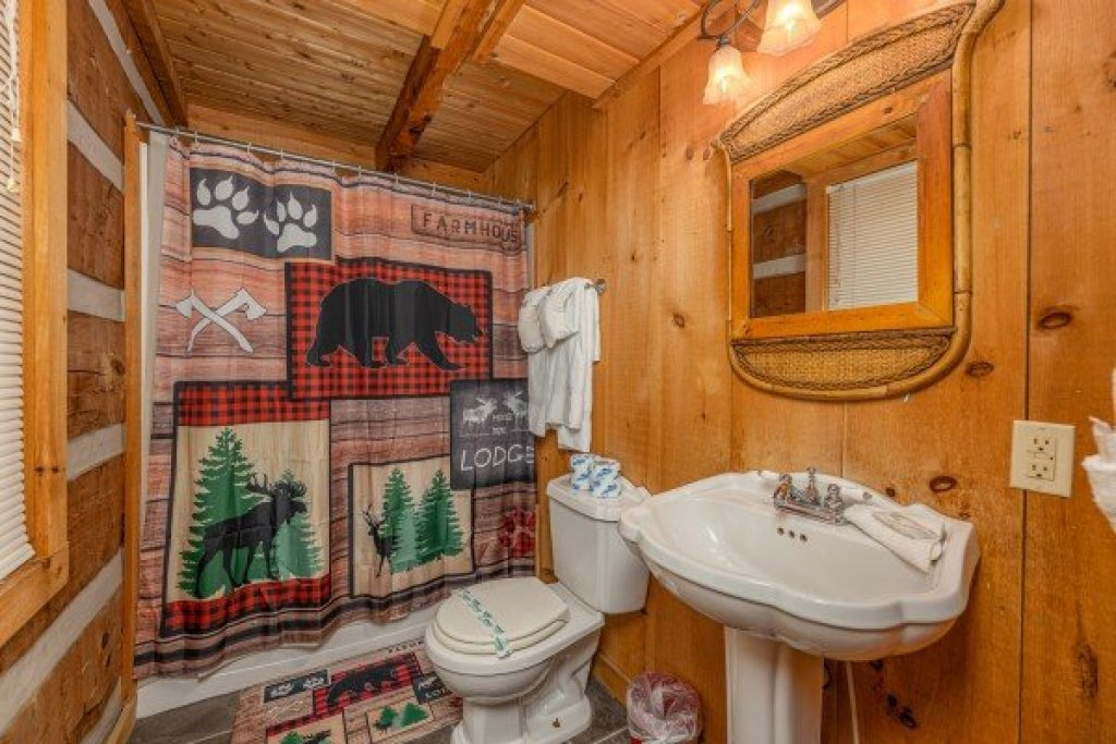 Photo of a Sevierville Cabin named A Room With A View - This is the seventeenth photo in the set.