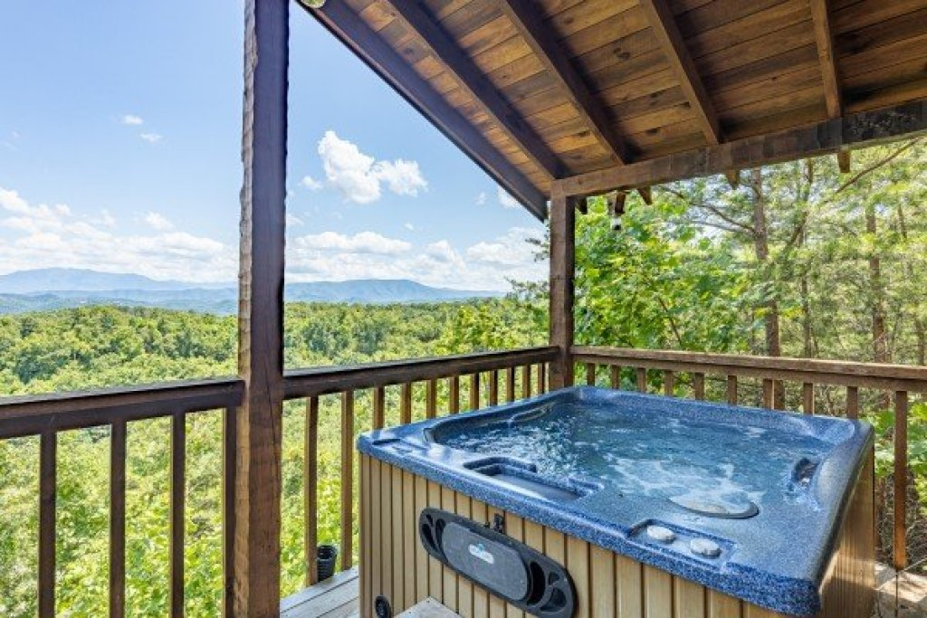 Photo of a Sevierville Cabin named A Room With A View - This is the sixth photo in the set.