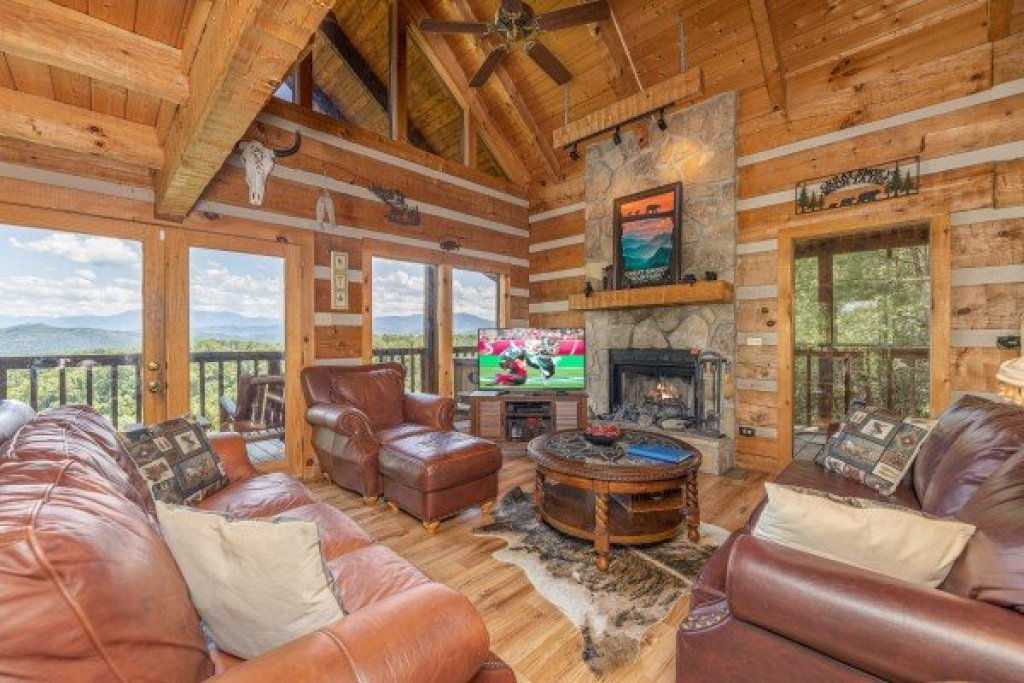Photo of a Sevierville Cabin named A Room With A View - This is the twelfth photo in the set.