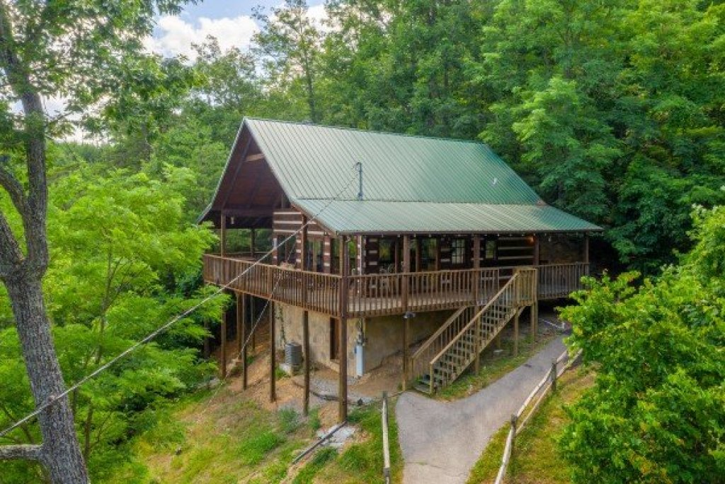 Photo of a Sevierville Cabin named A Room With A View - This is the third photo in the set.