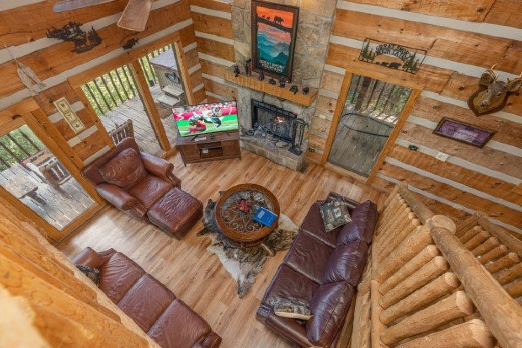 Photo of a Sevierville Cabin named A Room With A View - This is the nineteenth photo in the set.