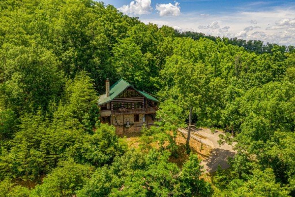 Photo of a Sevierville Cabin named A Room With A View - This is the first photo in the set.