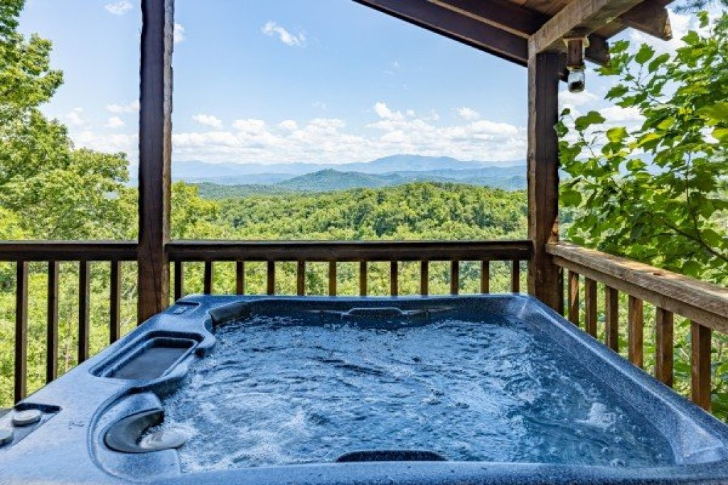 Photo of a Sevierville Cabin named A Room With A View - This is the seventh photo in the set.