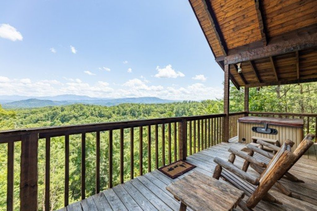 Photo of a Sevierville Cabin named A Room With A View - This is the fourth photo in the set.