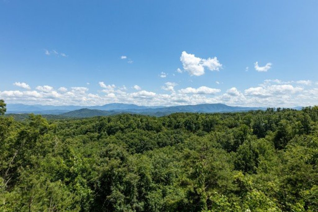 Photo of a Sevierville Cabin named A Room With A View - This is the tenth photo in the set.