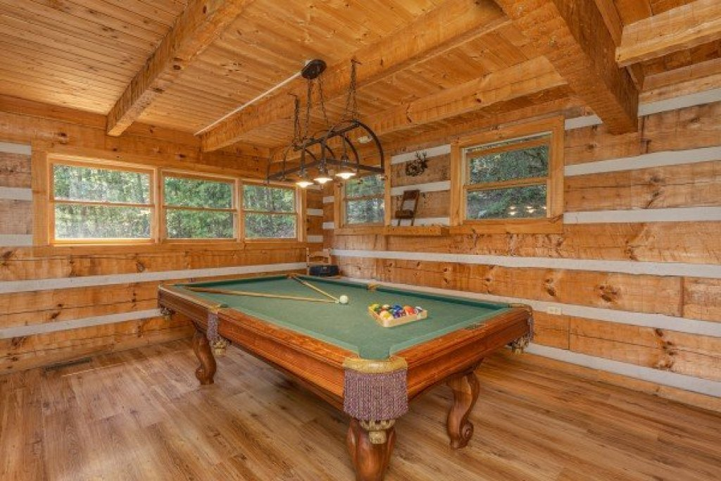 Photo of a Sevierville Cabin named A Room With A View - This is the sixteenth photo in the set.