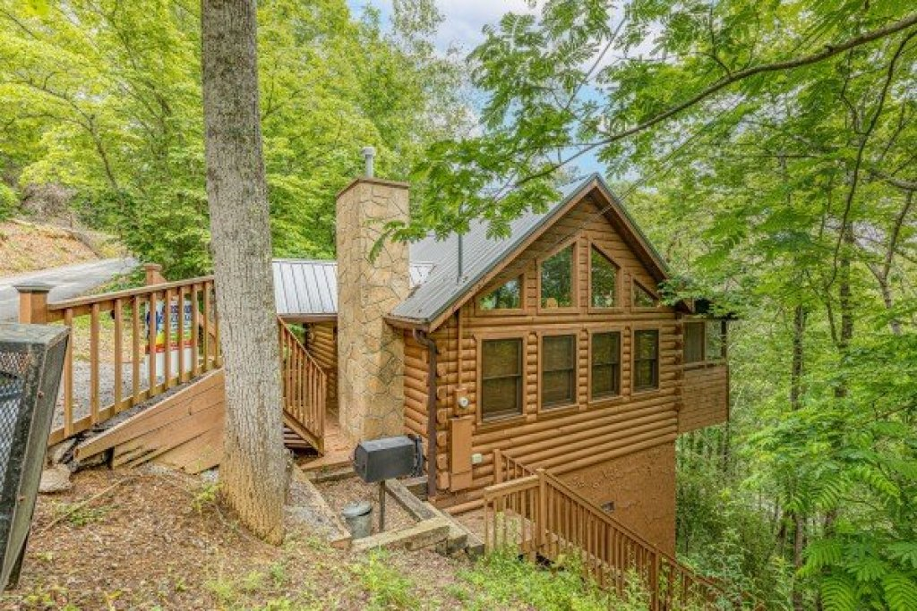 Photo of a Sevierville Cabin named Fowl Play - This is the first photo in the set.