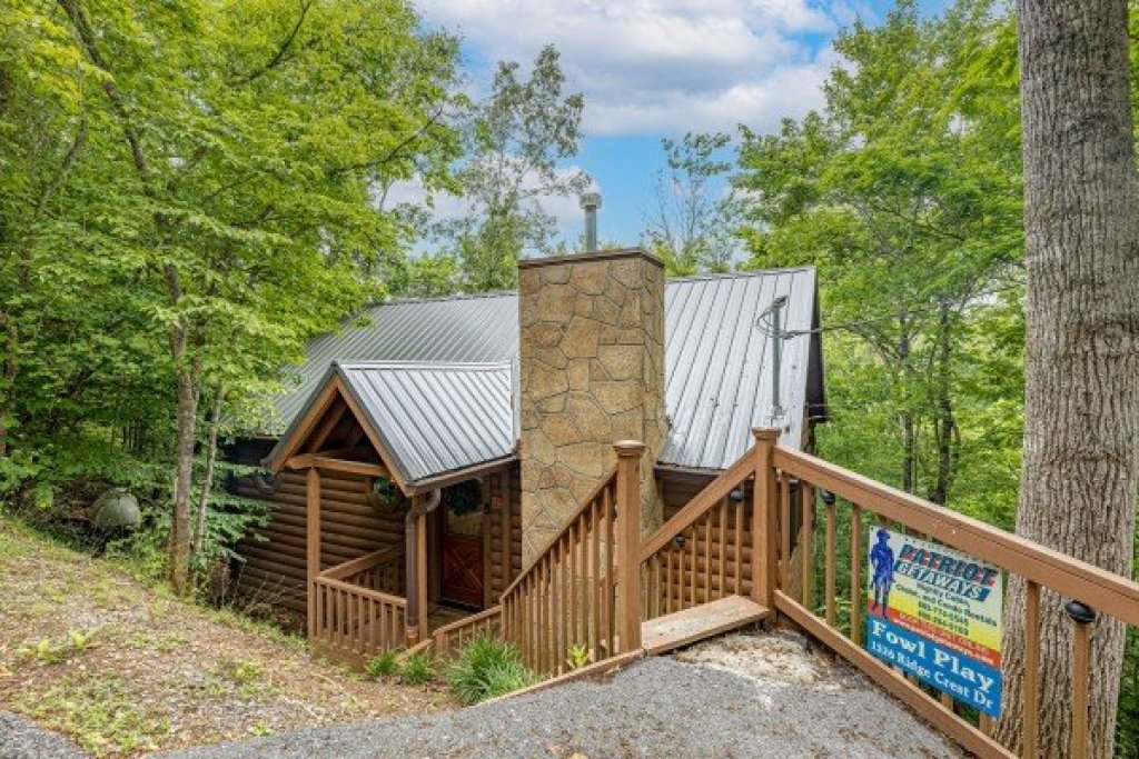 Photo of a Sevierville Cabin named Fowl Play - This is the second photo in the set.