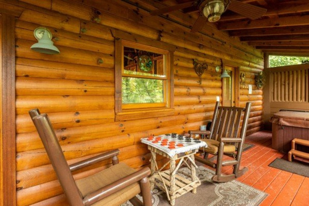Photo of a Sevierville Cabin named Fowl Play - This is the sixth photo in the set.