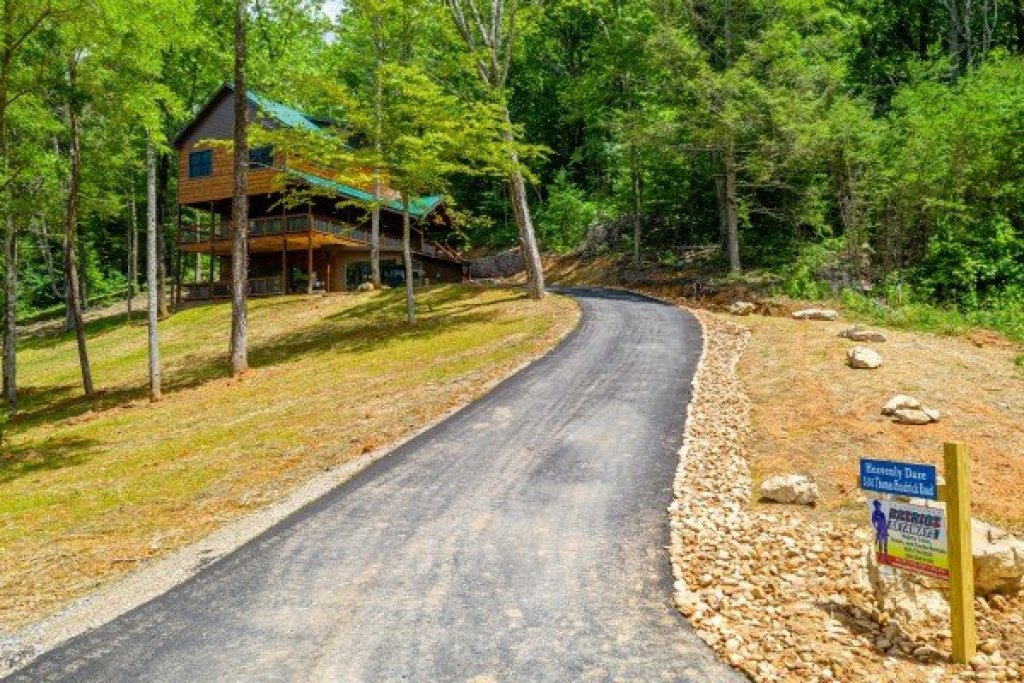 Photo of a Sevierville Cabin named Heavenly Daze - This is the second photo in the set.