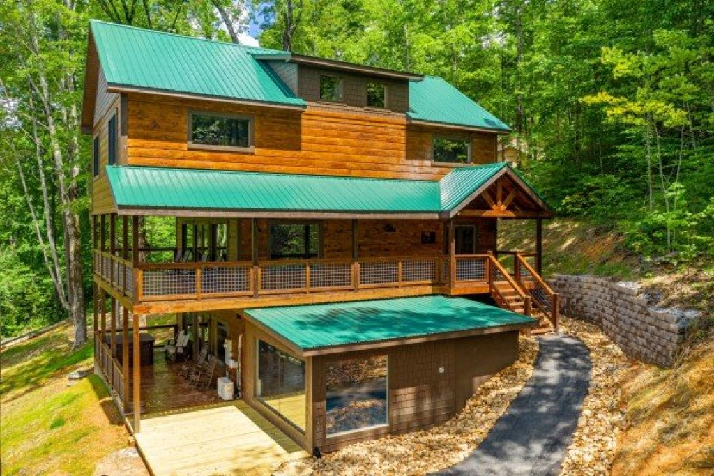 Photo of a Sevierville Cabin named Heavenly Daze - This is the fifth photo in the set.