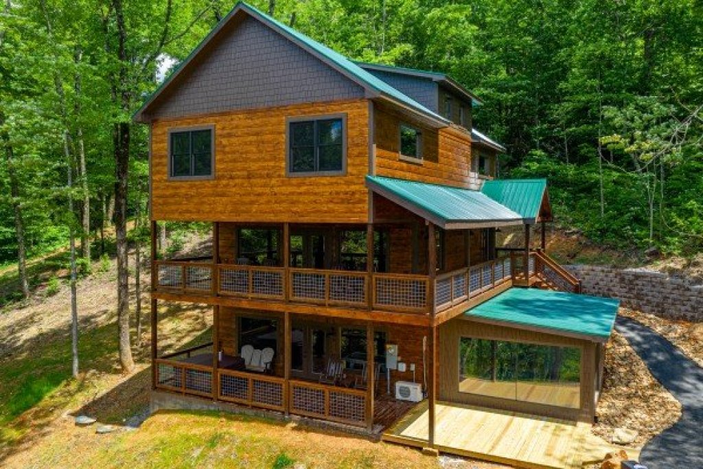 Photo of a Sevierville Cabin named Heavenly Daze - This is the third photo in the set.