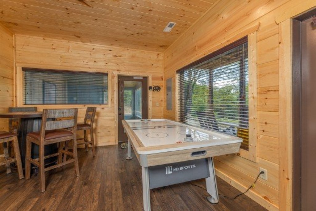 Photo of a Sevierville Cabin named Heavenly Daze - This is the eighth photo in the set.