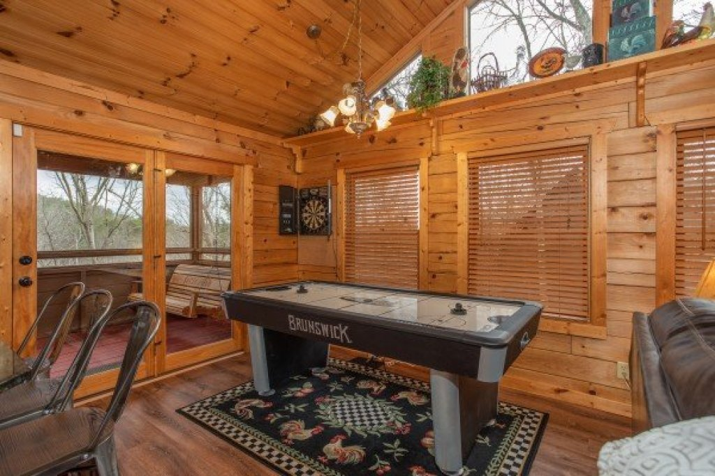 Photo of a Sevierville Cabin named Fowl Play - This is the fourteenth photo in the set.