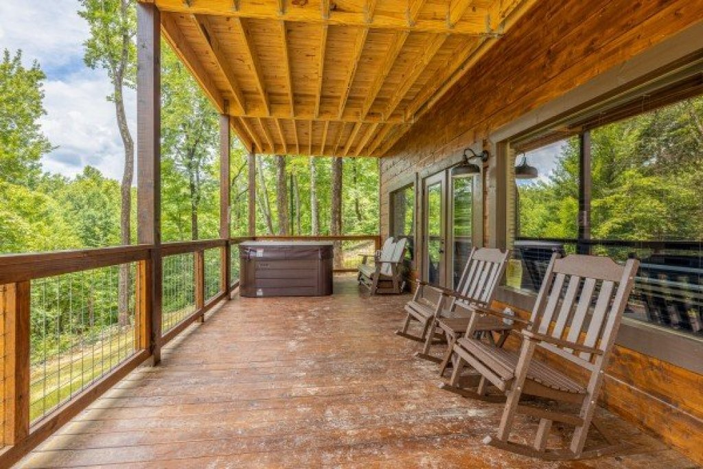 Photo of a Sevierville Cabin named Heavenly Daze - This is the twenty-second photo in the set.