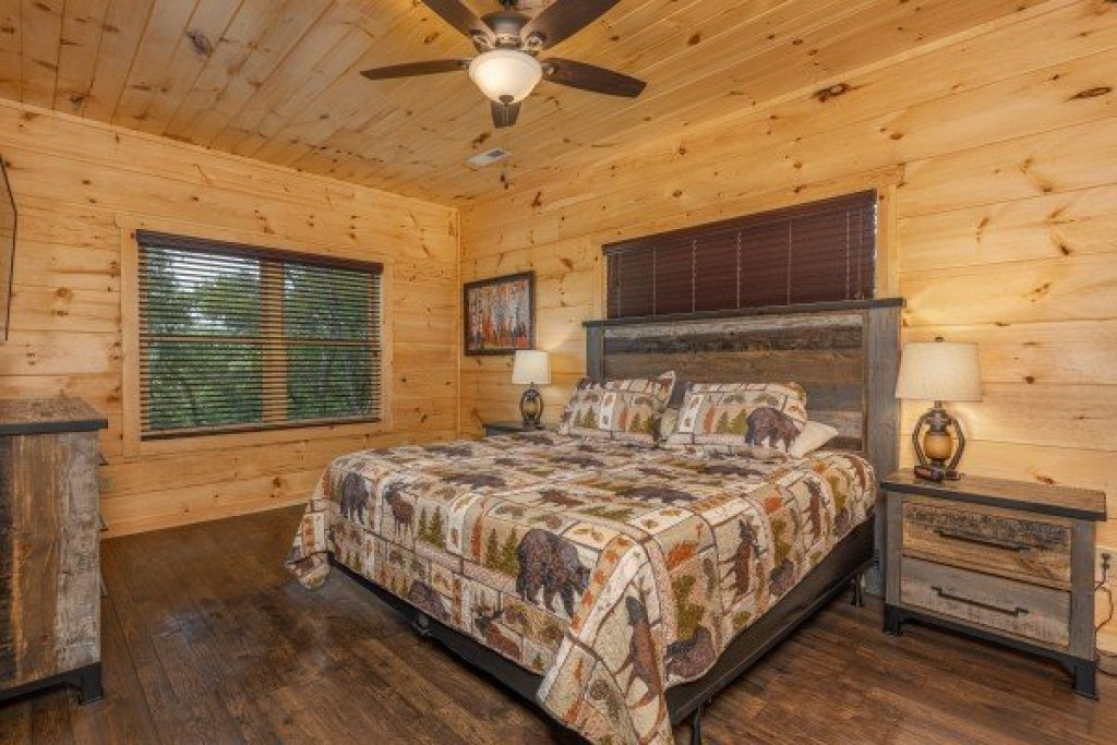 Photo of a Sevierville Cabin named Heavenly Daze - This is the twenty-fourth photo in the set.