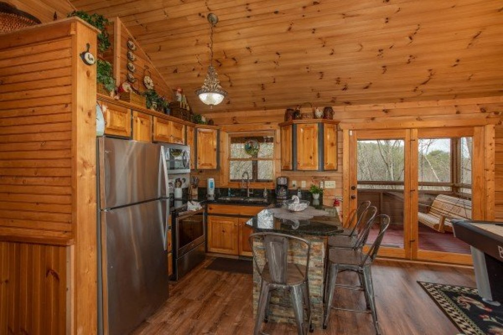 Photo of a Sevierville Cabin named Fowl Play - This is the twelfth photo in the set.